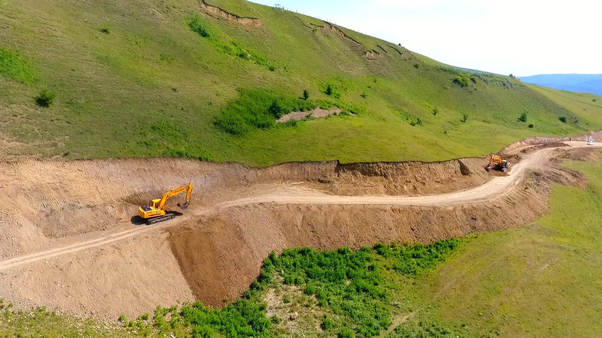 Qusarda 14 yaşayış məntəqəsinin əhatə edən yolun yenidən qurulması davam edir