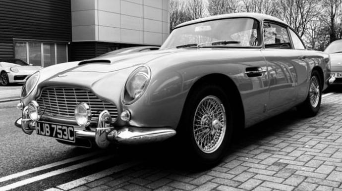 """İki milyonluq nadir """"Aston Martin"""" qaçırıldı; tapana mükafat veriləcək"""