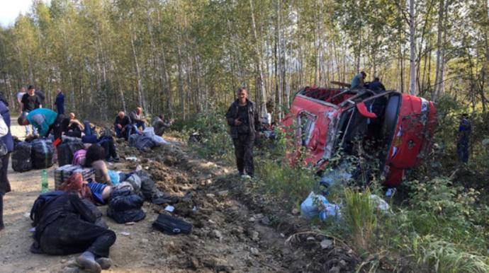 Reys avtobusu yol kənarına aşdı; 4-ü ağır, 19 yaralı - FOTO