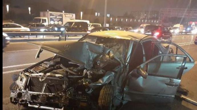 """Bakıda """"Mercedes"""" """"Kamaz""""a çırpıldı: sürücü öldü - FOTO"""