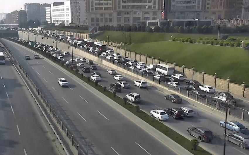 BNA: Paytaxtda nəqliyyat vasitələrinin hərəkətində sıxlıq müşahidə olunur