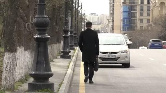 Bakıda piyadaları avtomobil yoluna çıxmağa məcbur edən səbəb - VİDEO