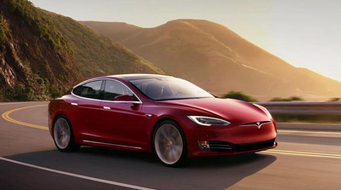 """""""Tesla"""" avtomobillərinin satışında növbəti rekord qeydə alınıb"""
