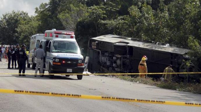 Turist avtobusu qəzaya uğradı,7 nəfər ölüb
