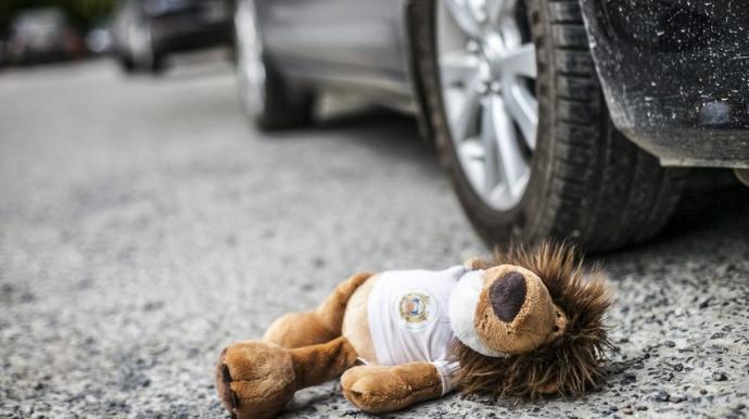 9 yaşlı uşağı avtomobil vurdu, vəziyyəti ağırdır