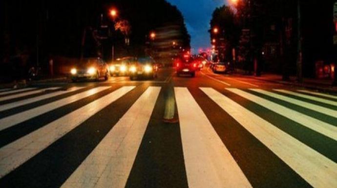 Bakıda yolu keçən iki qadını avtomobil vurub