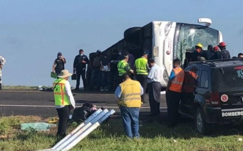 Meksikada avtobus qəzası nəticəsində azı 12 sərnişin həlak olub