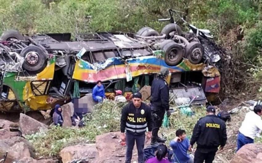 Peruda ağır yol qəzasında 17 nəfər həlak olub, onlar xəsarət alan var